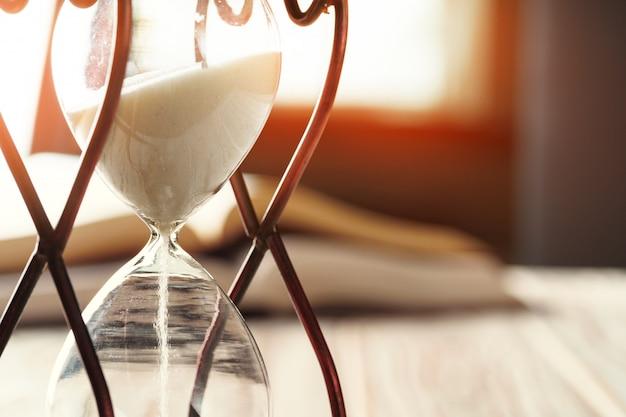 砂時計または砂時計のクローズアップ