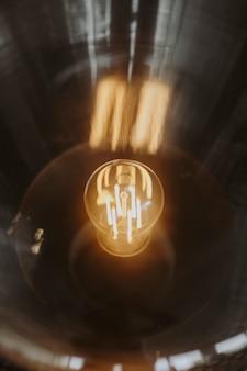 Primo piano di una lampadina luminosa Foto Gratuite