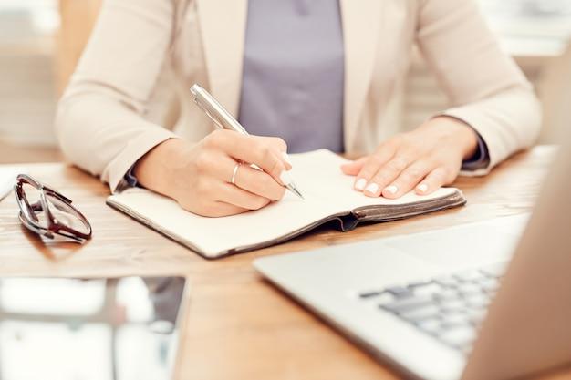 職場で書くクローズアップ実業家