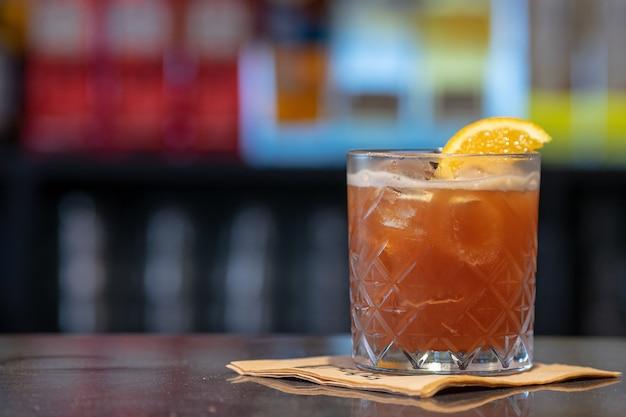 Primo piano di un cocktail acido