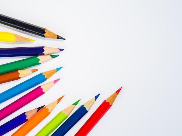 흰색 배경에 근접 촬영 다채로운 연필입니다. 학교 개념으로 돌아 가기