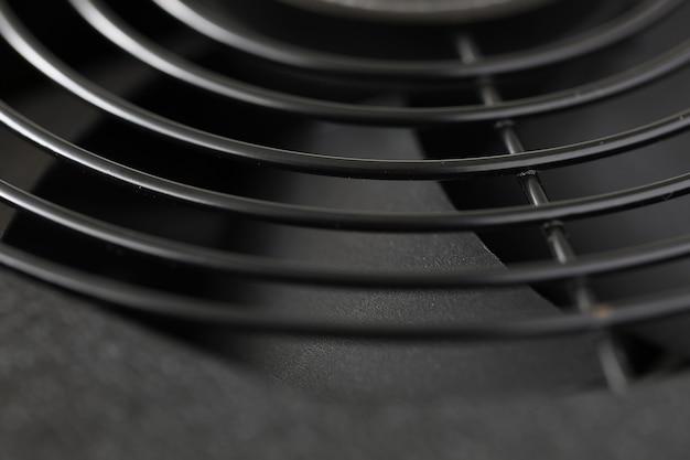 산업용 공기의 난방 시스템 부분의 팬 또는 냉각 메커니즘의 근접 촬영 세부 사항