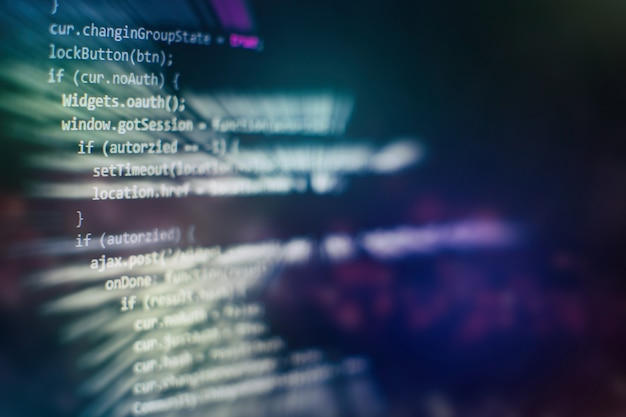 Крупный план развития технологий программирования и кодирования. разработчик работает над кодами веб-сайтов в офисе.