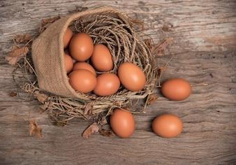 麻の袋に入れた卵の拡大グループ