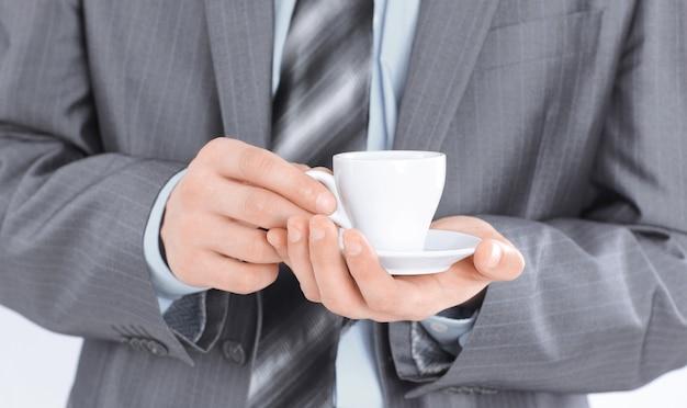 Крупным планом. красивый бизнесмен, показывая два больших пальца вверх. фото с копией пространства