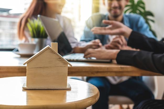 販売代理店の提供価格リスト上の拡大住宅モデル