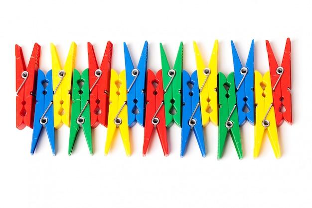Immagine del primo piano delle mollette da bucato variopinte