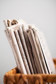 Макрофотография изображение журналов в коробке