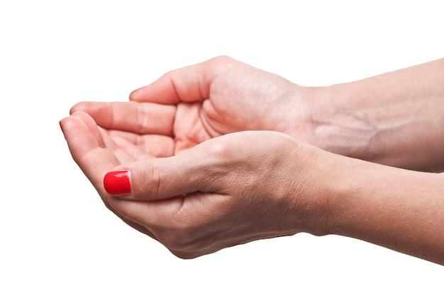 Крупным планом изображение кавказских рук женщины