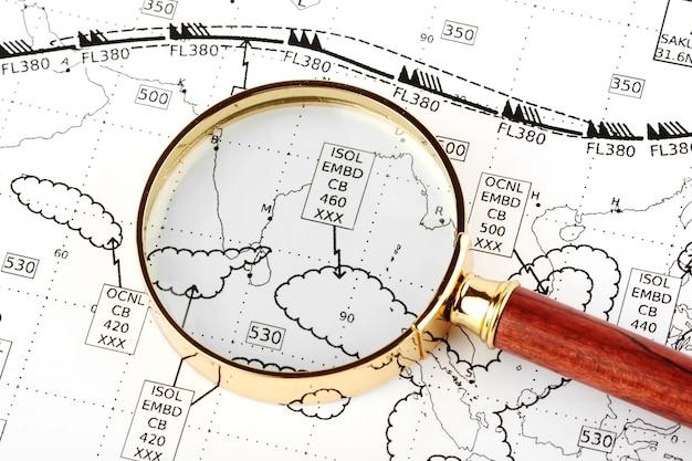航空天気図とクローズアップ拡大鏡
