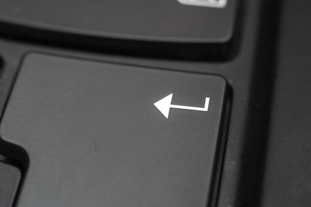 Enter 키의 근접 촬영입니다. 컴퓨터 키보드의 데이터 확인