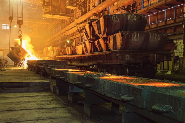 Крупным планом цеха металлургического производства