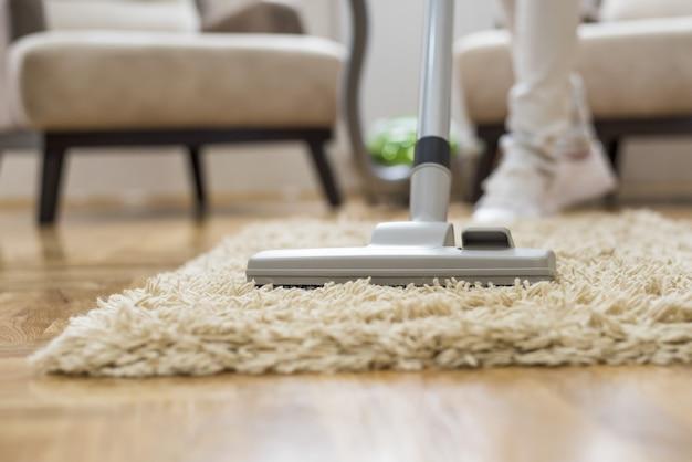 居間の掃除機のクローズアップ