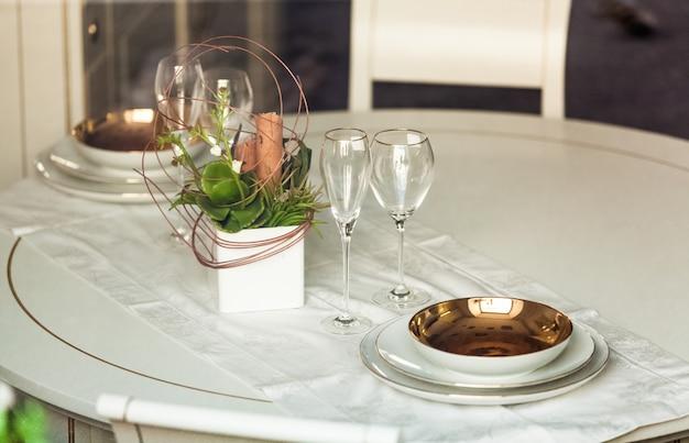 레스토랑에서 아름다운 봉사 테이블의 근접 촬영