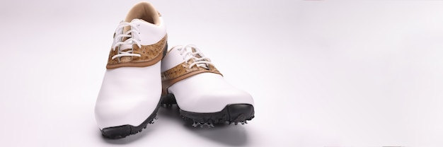 아름다운 흰색 스포츠 골프화 클로즈업