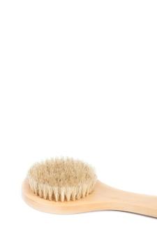 Крупный план щетки тела волокна кактуса изолированной на белой предпосылке. натуральный, не содержащий пластика косметический инструмент. ванна и концепция домашнего ухода за собой. плоская планировка, вид сверху. скопируйте место для вашего текста