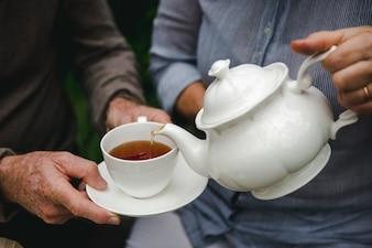 Крупным планом пара, чай