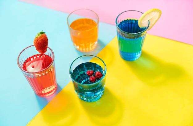 飾られたカクテル夏の飲み物のクローズアップ