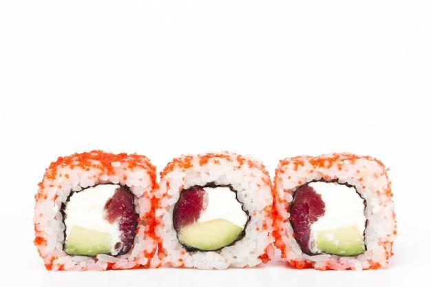 巻き寿司で美味しい日本食のクローズアップ。