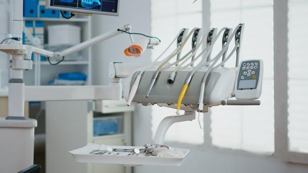 医療口腔病学歯科矯正医院における歯科用歯器具のクローズアップ
