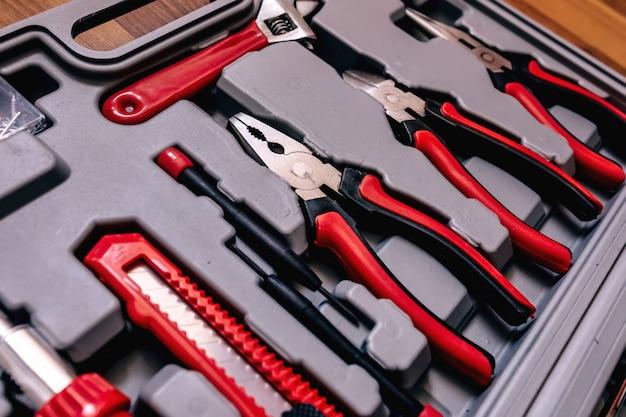 ボックス内のさまざまな種類のツールのクローズアップ