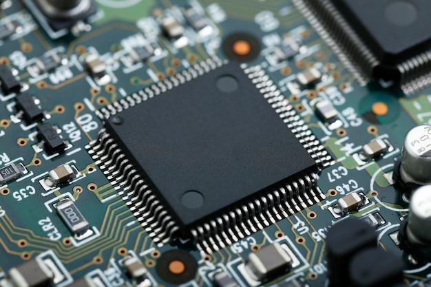 Cpu 마이크로 칩 전자 부품 배경으로 전자 회로 기판의 근접 촬영 무료 사진