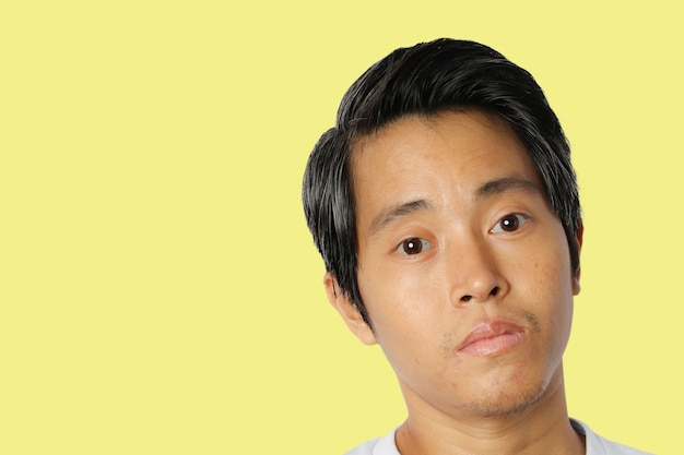 얼굴 젊은 아시아 남자의 근접 촬영
