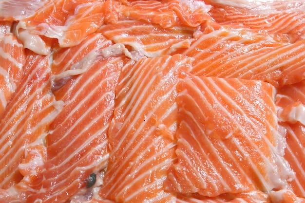 Макрофотография свежего нарезанного лосося филе, используя в качестве фона