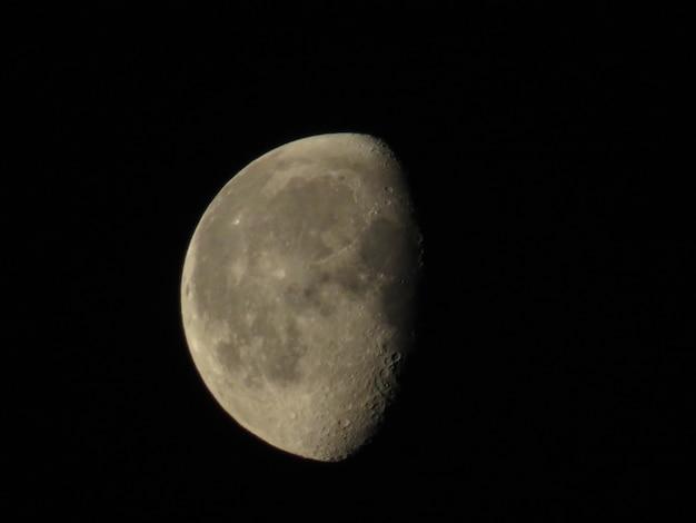 Крупным планом полная луна