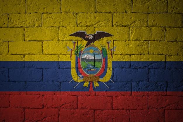 Крупным планом гранж флаг эквадора. флаг с оригинальными пропорциями.