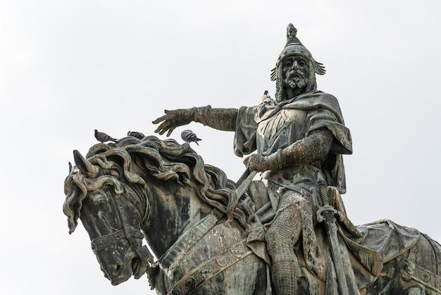 1891년 스페인 발렌시아에서 agapito vallmitjana가 청동으로 만든 jaume i conqueror 기념 승마 조각의 근접 촬영