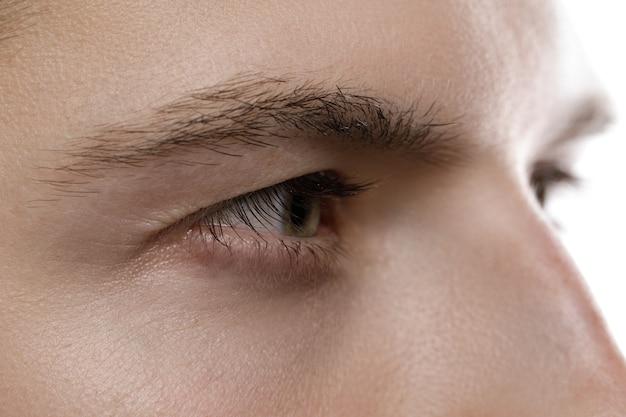 Крупный план мужского глаза. красота и здоровье.