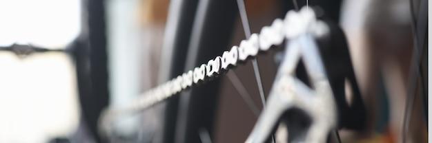 워크샵에서 산악 자전거 체인의 근접 촬영