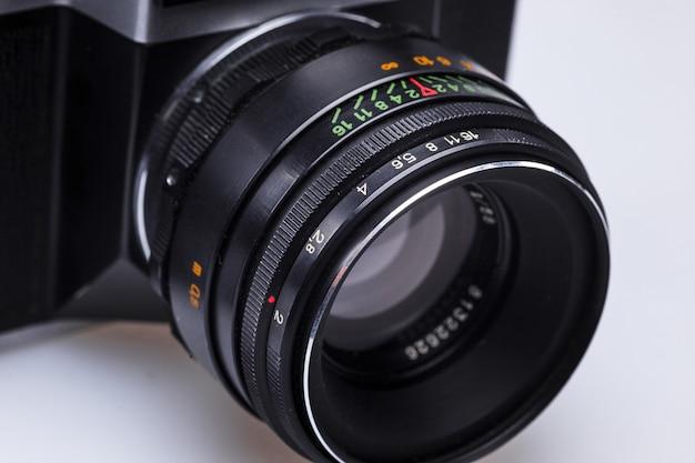 오래 된 레트로 필름 카메라 렌즈의 근접 촬영