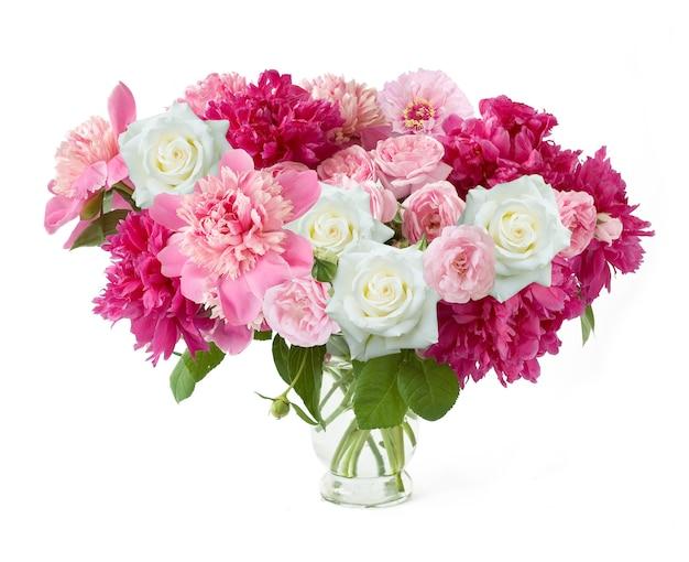 Крупным планом pjnk и красные цветы пиона и роз