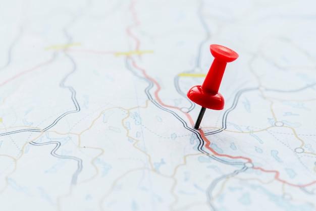 Макрофотография кнопки, показывающей местоположение на карте