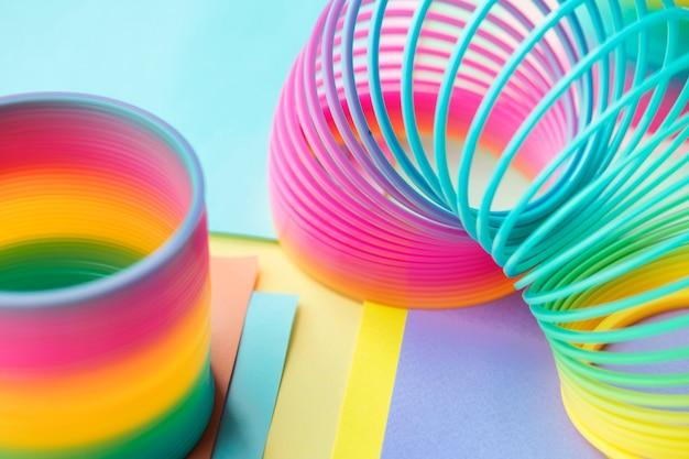 Макрофотография радуги весной игрушка фон