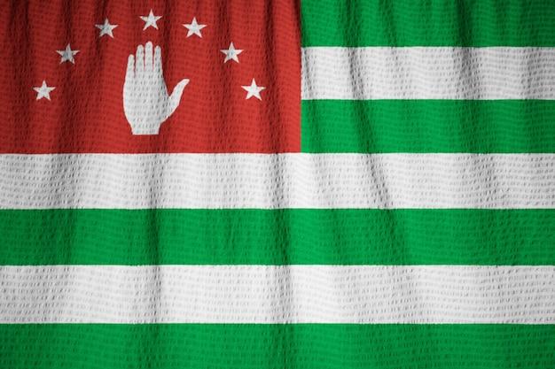 뻗 치고 abkhazia 깃발, 바람에 날리는 abkhazia 깃발의 근접 촬영
