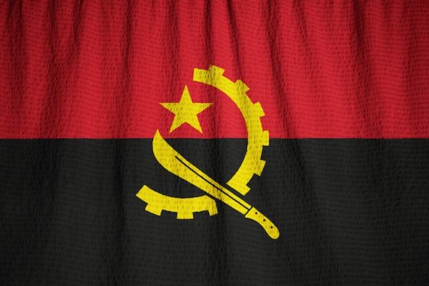 바람에 날리는 앙골라 깃발, 뻗 치고 앙골라의 근접 촬영