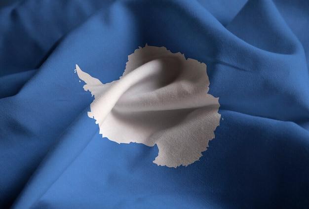 뻗 치고 남극 플래그, 바람에 날리는 남극 플래그의 근접 촬영