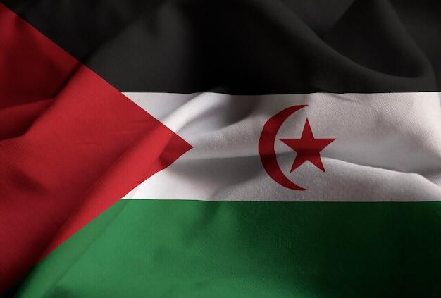 Макрофотография фальшивый флаг западной сахары, флаг западной сахары, дующий в ветру