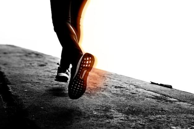 달리는 동안 신발의 근접 촬영