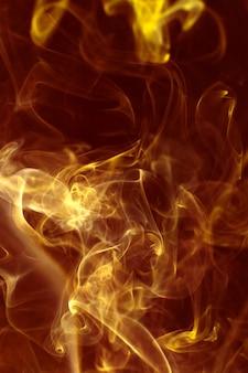 黄金の光の中で煙のクローズアップ
