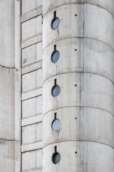 コンクリートの都市の建物のクローズアップ