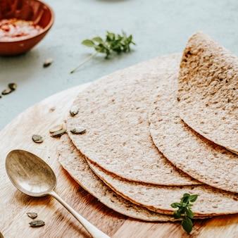 トルティーヤのクローズアップは、食べ物の写真を包みます