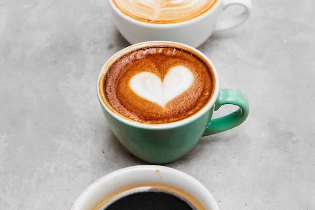 다양 한 뜨거운 커피의 근접 촬영