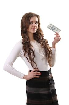 私たちと若い美しい女性のクローズアップコピースペースの白い背景の上のドルのお金を手に