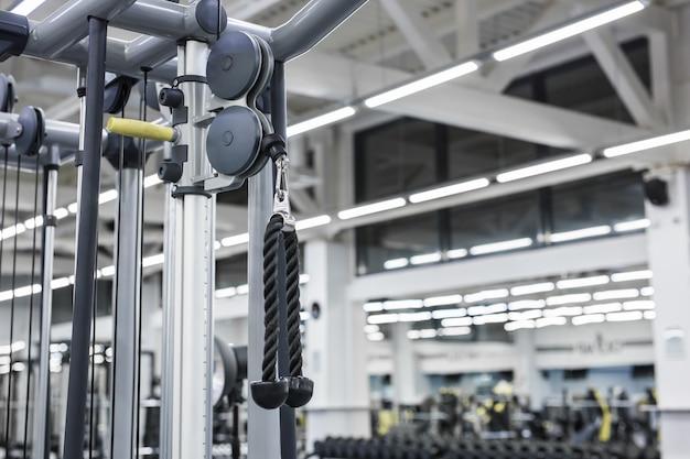 Изображение крупного плана машины ручки смертной казни через повешение в спортзале для вытягивать тренировку.