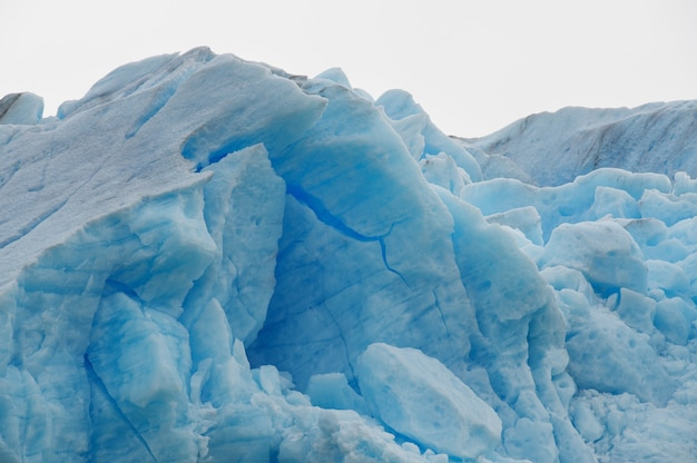 Colpo del primo piano dei ghiacciai nella regione della patagonia in cile