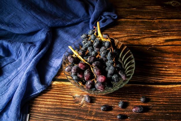 Closeup shot of grapes in a vase